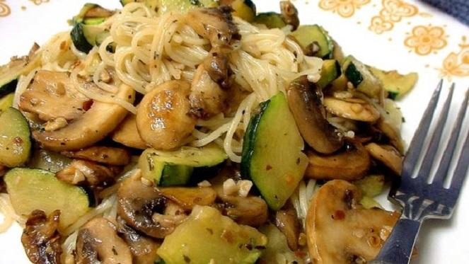 Pasta, Zucchini & Mushroom Toss With A Garlic & Herb Sauce