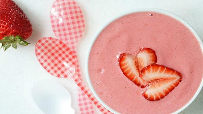 4926575_strawberry-and-cream-smoothie-bowl_tc2cd17a3