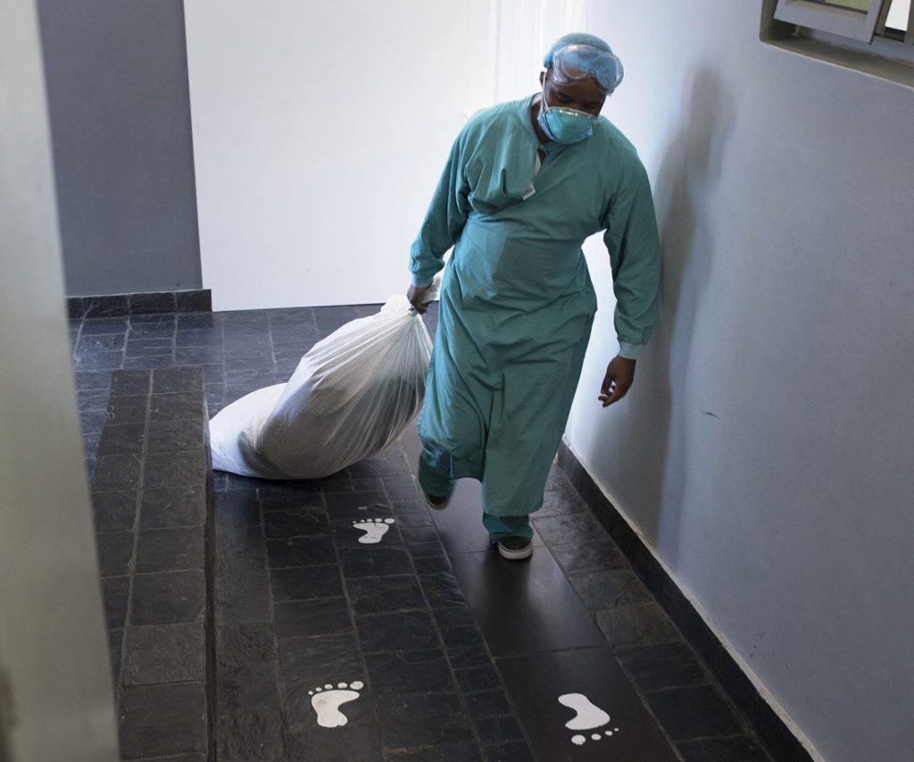 African medics struggle in coronavirus 'war zone'