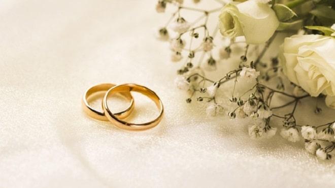 elegant-flowers-bouquet-engagement-rings_23-2148480720 - freepik
